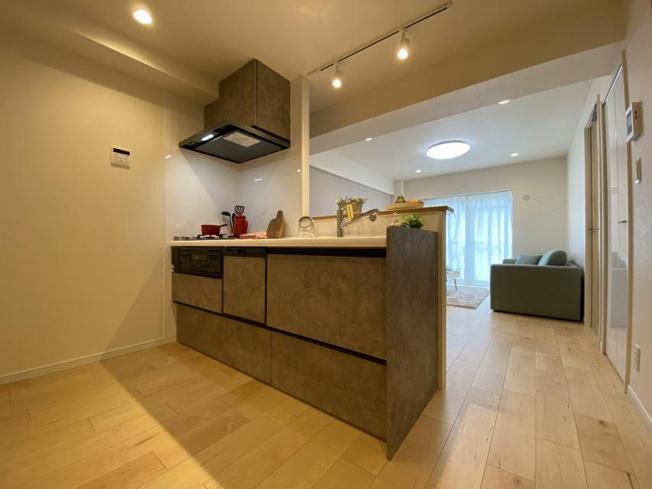 お料理しやすいゆったりしたキッチンです 開放的なキッチンで家族の姿を見ながらお料理できます 食洗機・浄水器付