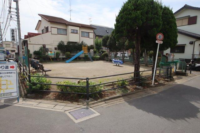 (12:30撮影 21/09/13)晴れ 目の前に小さいですが公園があります。