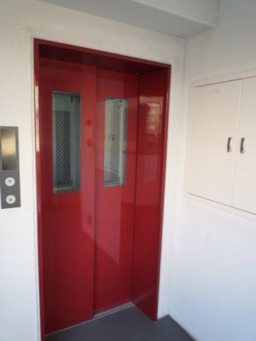 エレベーターはエントランスよりも中にあるので人目も気にせず安心