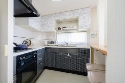 家事効率の良いL字型キッチンです。 窓がついているため換気ができます。