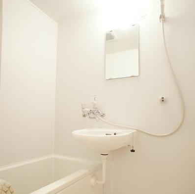 朝の身支度に便利な洗面台(同一仕様)