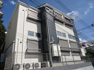 2013年8月竣工の綺麗な建物です。