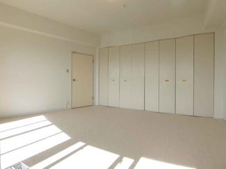 【リフォーム前】洋室は8.8帖と広めのスペースで、ゆったり過ごしていただけます