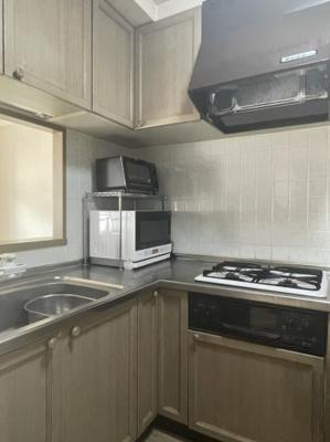 収納豊富 使い勝手の良い対面式L字型キッチンでご家族と対話しながらお料理が作れます
