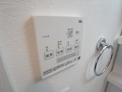 便利な浴室乾燥機付き。