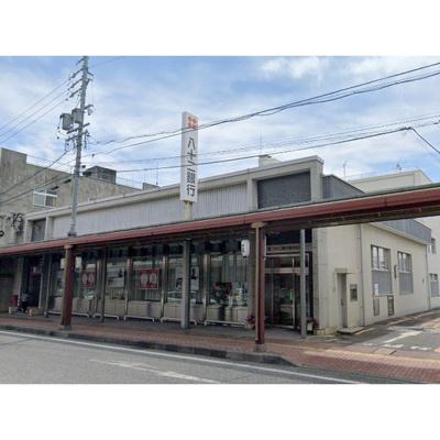銀行「八十二銀行岩村田支店まで236m」