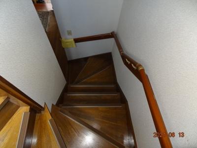 階段手すり付で安心