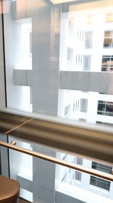 エレベーターの中です♪