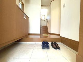 広々した玄関がお客様を気持ちよくお迎えします