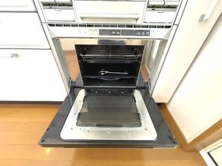 オーブンレンジが付いたシステムキッチン 料理が楽しくなる充実設備