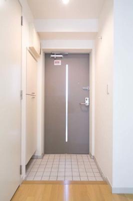 【玄関】ラフィネ築地