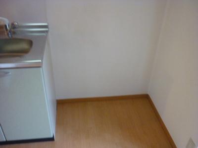 「冷蔵庫置場あります。」