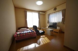 2階約10帖の洋室、寝室にいかがでしょうか