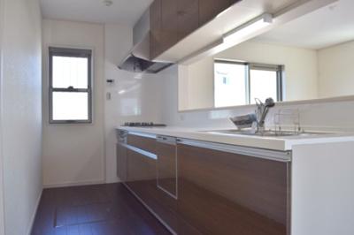 食洗器などを備えた機能性充実のシステムキッチン ※同仕様写真