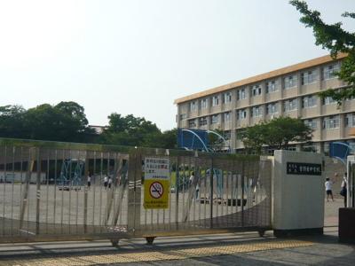 吉野東中学校まで140m