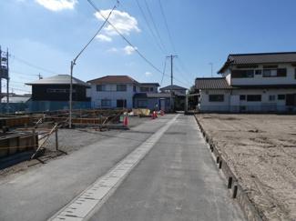 碧南市東山町新築分譲住宅前面道路写真です。前面道路は西側約2.7~5.9mに接道