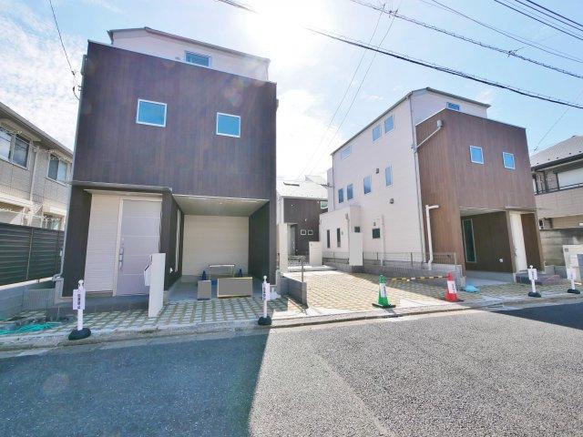 桜台1丁目の落ち着いた住宅地に全4棟誕生しました  只今、外構工事中になります