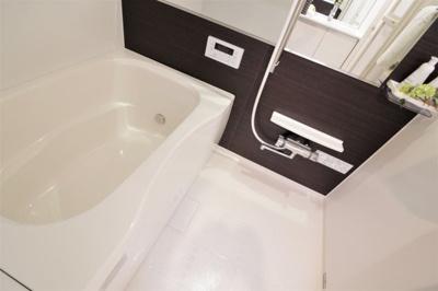 浴室ユニットバス新調いたしました♪ 追い焚き機能が付いています。