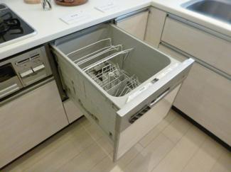 食洗機付きで家事の負担が軽減されますね。