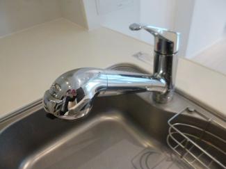 シャワー付でシンクの掃除がしやすいです。