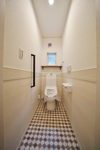 各階に温水洗浄機能付きトイレがございます