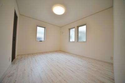 2階約7帖のゆとりあるお部屋は主寝室としても