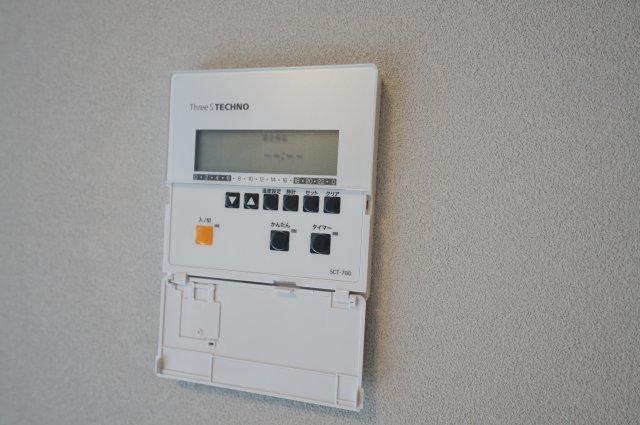 リビング部分には寒い季節に足元を温めてくれる床暖房付き