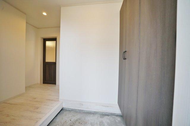 大きなシューズボックスですっきりとした玄関スペース