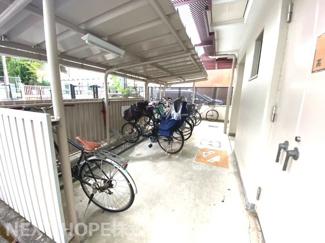 屋根付き駐輪場です♪大切な自転車を雨から守ってくれます!