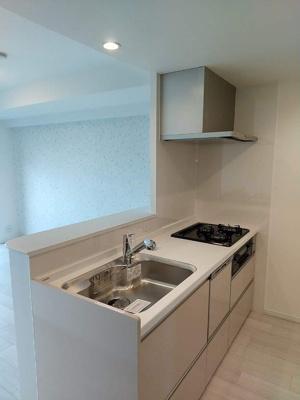 食洗器付き三口コンロのシステムキッチンです!
