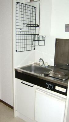 キッチンは1口電気コンロを完備しております。