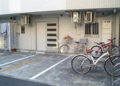 【駐車場】ロワールカトリエーム新山下
