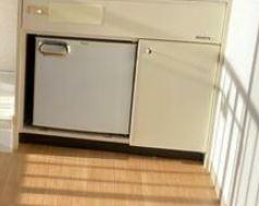 キッチン下には冷蔵庫を完備しております。