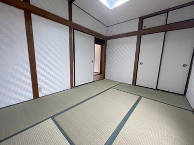 和室にバルコニーがついています。