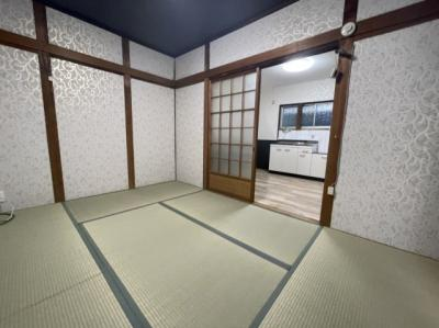 ダイニングキッチン横にある和室です。