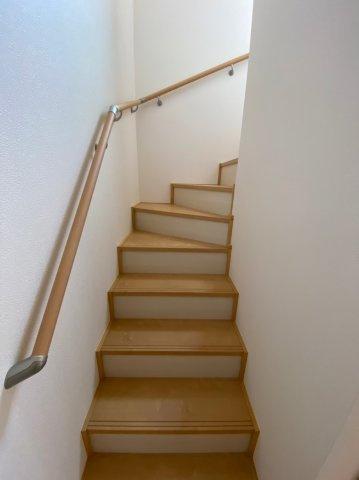 階段の上り降り、部屋間の行き来などの動作がグッとらくに。手摺が家庭内の様々な活動の大きなヘルプとなり、女性・高齢者・お子様など家族みんなの生活をサポートしてくれます。