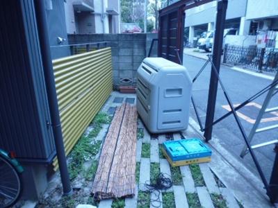 敷地内ゴミ置場。