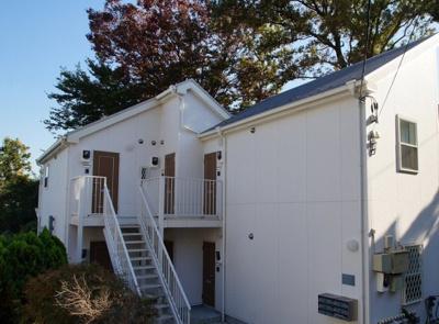 「礼金0円・敷金0円」の築浅アパートです。