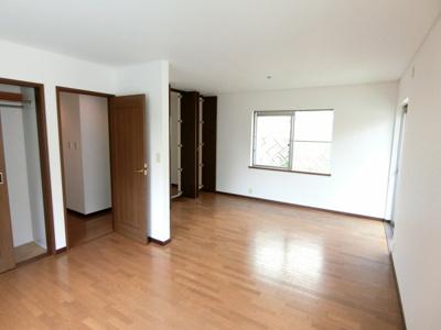 1階の続き間の洋室:約6帖x2部屋 間仕切りの設置でお好きな様に使えます