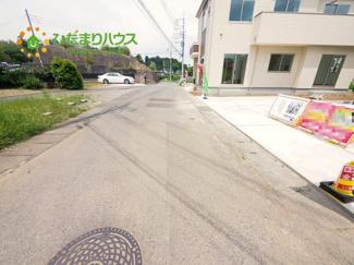 前面道路もひろく駐車しやすいです。