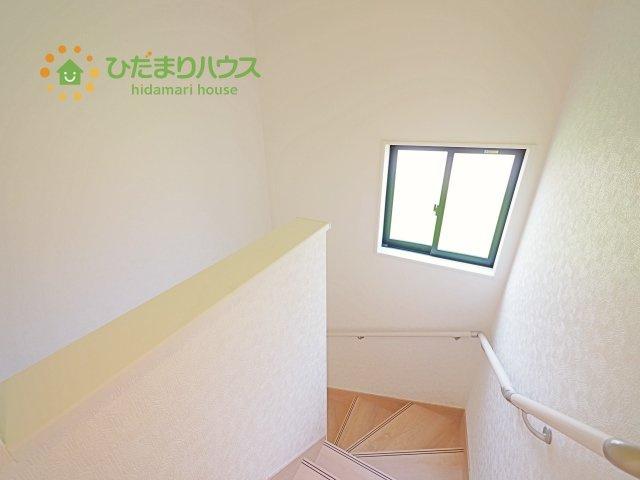階段には窓が付いています!