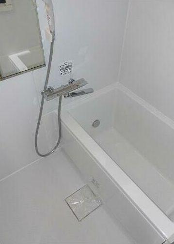 追い焚き機能付き、ゆとりあるバスルームです