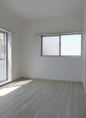 窓面が多く明るく気持ちの良いお部屋!
