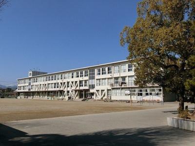 大垣市立西小学校まで1100m