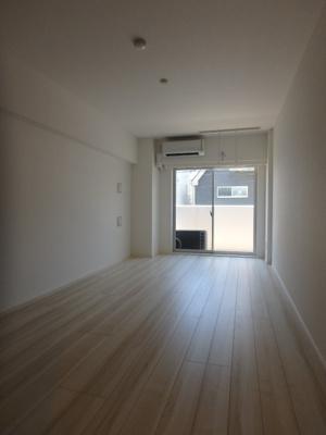 洋室11.4帖の広々とした空間です。
