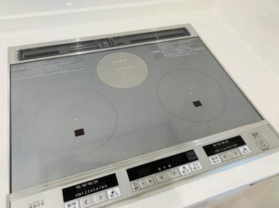 IHが2口あります。 ラジエントヒーター付きなので、IH使用不可の調理器、土鍋も使えますね♪