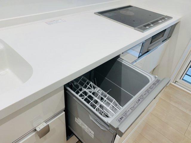 食器洗浄機が付いてるので洗い物も楽々♪ 家事の時短には欠かせないアイテムですよね(*^▽^*)