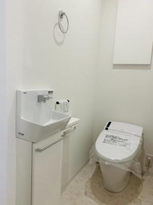 2階にもお手洗いがあります♪ バタバタした朝の時間帯も快適♪