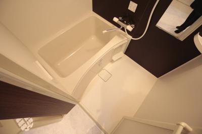 追い焚き給湯、浴室乾燥機付きです。