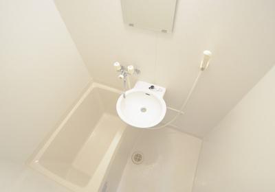 1階はフローリング、2階はカーペットになります。同タイプのお部屋の写真になります。